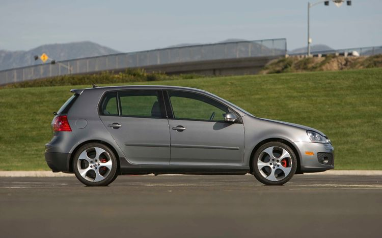 112_0903_07z+2009_volkswagen_GTI+side_view